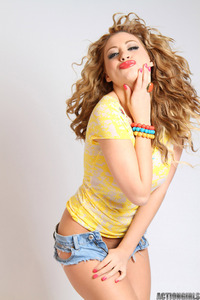 Jessica Vaughn Sexy Denim Hotpants 04