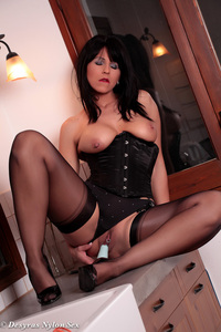 Hot Milf Plays With A Vibrator 09