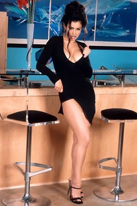Aria Giovanni Stips At The Bar 00