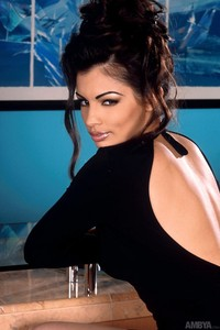 Aria Giovanni Stips At The Bar 03