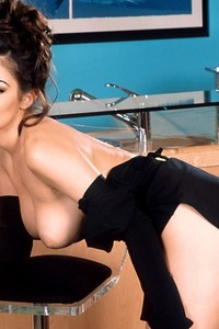 Aria Giovanni Stips At The Bar 06
