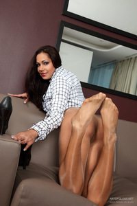 Niki In Shiny Pantyhose 11