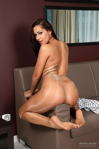 Niki In Shiny Pantyhose 18