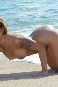 Sexy Girl Babi Syn Gets Naked At The Beach 14
