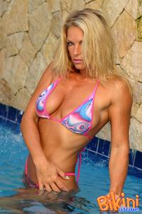 Blonde Bikini Babe In The Pool 00