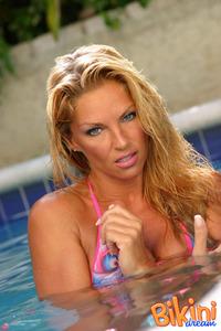 Blonde Bikini Babe In The Pool 14
