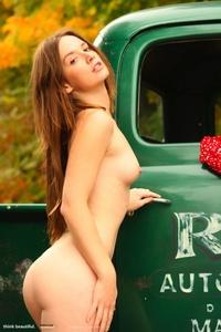 Milena Presenting Her Nice Body 00