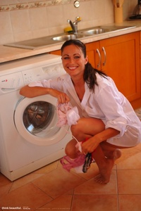 Kyla Laundry Room 00