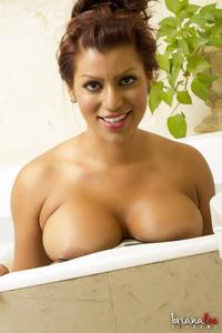 Briana Lee Bath 00