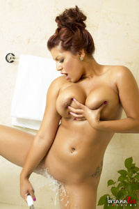 Briana Lee Bath 02