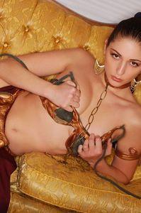 Carlotta Champagne Slave 02