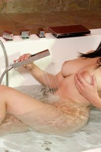 Carlotta Champagne Hot And Wet 05