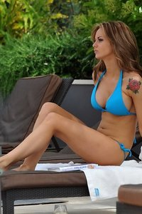 Jessica Jane Clement Sexy Bikini Pictures 12