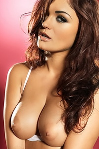 India Reynolds Amazing Brunette Babe 01