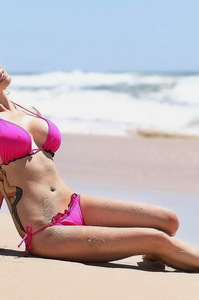 Jessica Jane Clement Hot Bikini Photos On The Beach 15