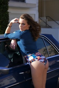 Amazing Brunette Katie Cassidy Sexy Photo Gallery 01