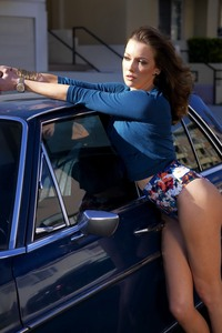 Amazing Brunette Katie Cassidy Sexy Photo Gallery 02