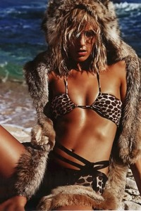 Anja Rubik Topless Pictures 07