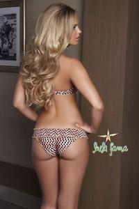 Elisandra Tomacheski Exposing Her Amazing Bikini Body 03