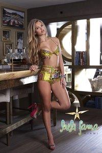 Elisandra Tomacheski Exposing Her Amazing Bikini Body 07