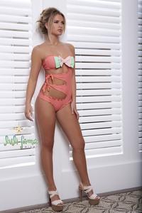Elisandra Tomacheski Exposing Her Amazing Bikini Body 14