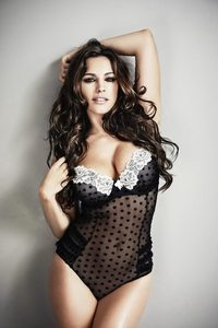 Amazing Busty Babe Kelly Brook Hot Lingerie Photos 08