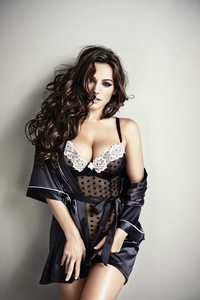 Amazing Busty Babe Kelly Brook Hot Lingerie Photos 09