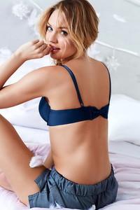 Candice Swanepoel Sexy Bras 02