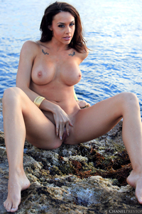 Lovely Babe Chanel Preston Naked At The Beach 13