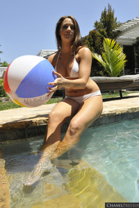 Chanel Presston Playing At The Pool 03