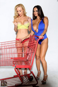 Sexy Shopping With Ava And Kayden 00