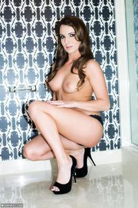 Jenna Rose Bathroom 06