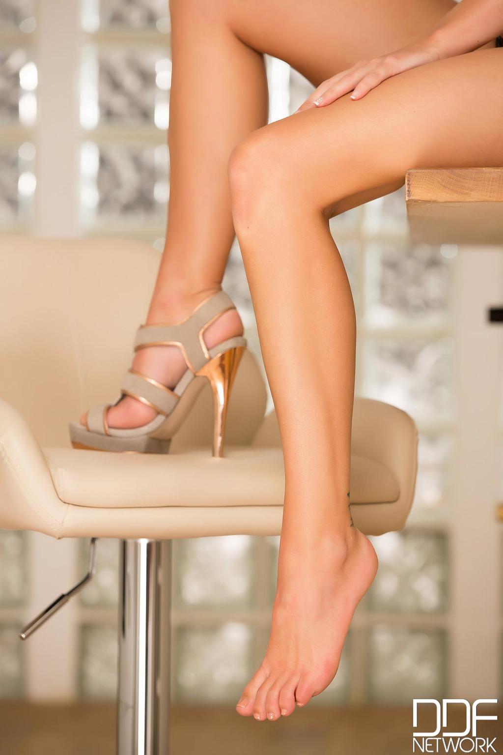 Holly Gibbons Feet Fetish 06