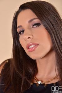 Beautifuly Busty Brunette Babe Zafira 00