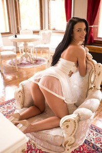 Evinka Shows You What's Under The Dress 00