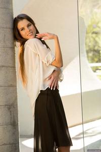 Valeria Spreads Her Sexy Long Legs 03