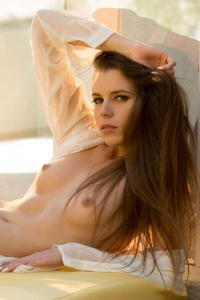 Valeria Spreads Her Sexy Long Legs 13