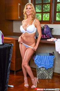 Busty Housewife Alexis Fawx Gets Nude 01