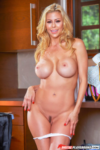 Busty Housewife Alexis Fawx Gets Nude 03