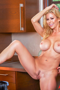 Busty Housewife Alexis Fawx Gets Nude 05