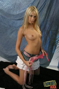 Blond Beauty Shows Her Nice Boobs 06
