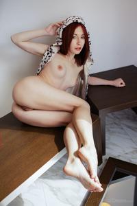 Leo Girl 06