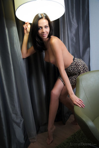 Pussy Under The Leopard Skirt 01