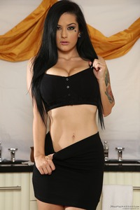 Black Haired Babe Gets Sensual Massage 01
