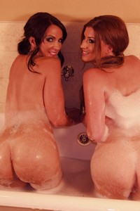 Sara Tone And Catalina Cruz Licking In The Tub 01