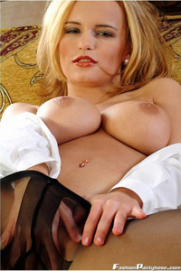 Peaches In A Hot Black Pantyhose 06