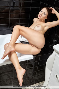 Busty Niemira Is Posing Naked In The Bathroom 10