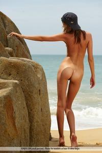 Amelie - Desert Island 00