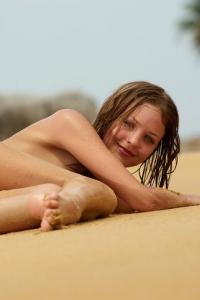 Amelie - Desert Island 14