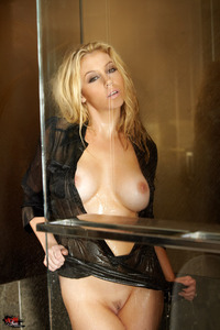 Gorgeous Alisha King Fingers Herself In The Shower 03
